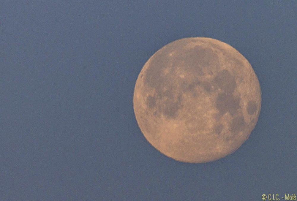 Bonica lluna capturada a Moià.