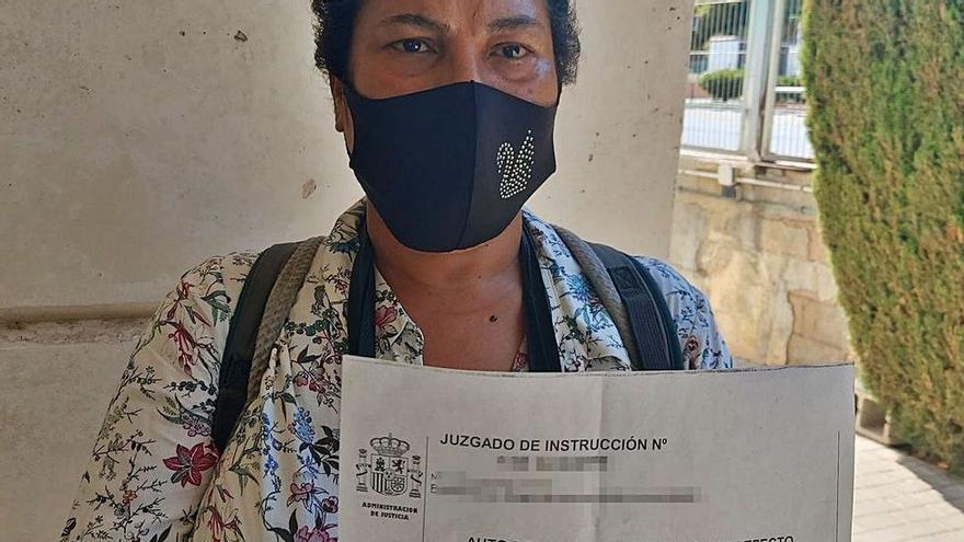 Expulsada en Alicante de su propio domicilio por la amiga que acogió