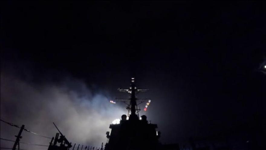 EEUU lanzó una lluvia de Tomawawks contra una base aérea del régimen sirio