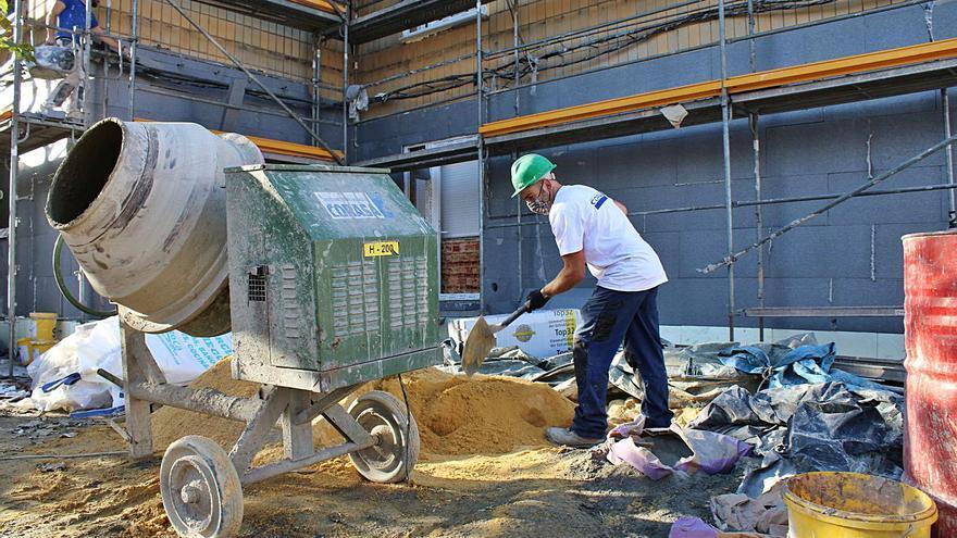 Las licencias de obra en pisos se disparan por la modernización de las barriadas