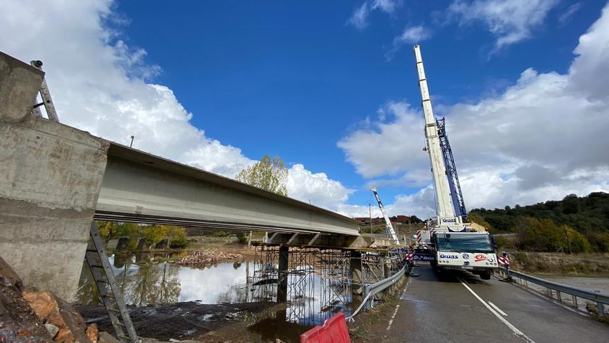 GALERÍA   Obras en el puente de Domez sobre el río Aliste
