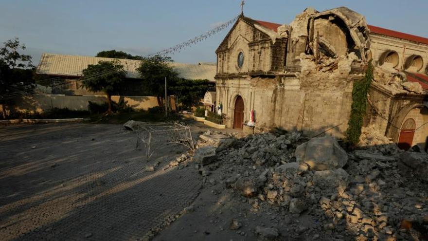 Ascienden a 16 los muertos en el terremoto de 6,1 grados en el norte de Filipinas