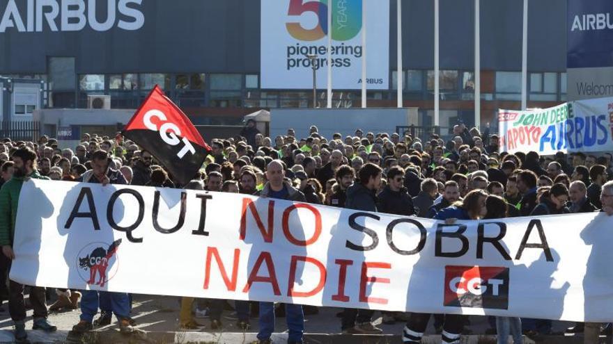 Miles de trabajadores de Airbus protestan contra los despidos