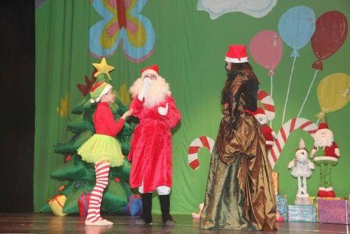 """Cabalgata de la ilusión y cuento """"El año que Mama Noel repartió los regalos"""""""