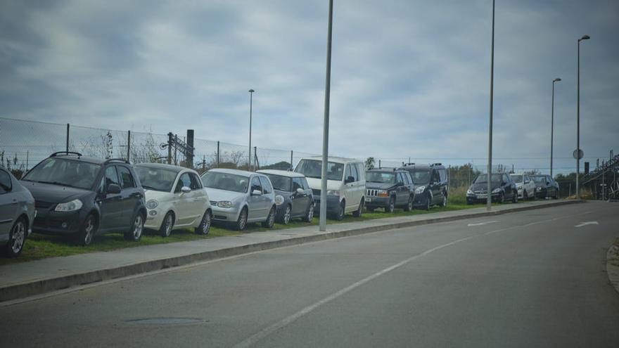 Adif es compromet a ampliar l'aparcament a l'estació de l'AVE de Figueres-Vilafant