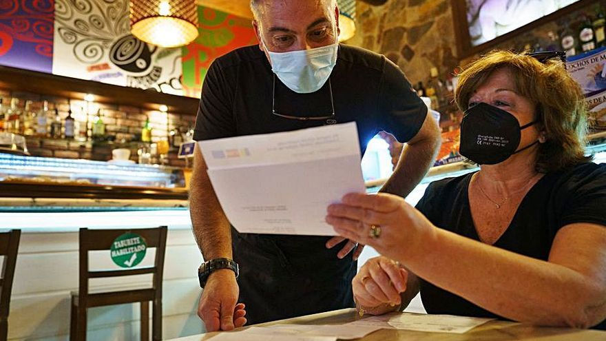 Canàries i Galícia ja demanen el certificat COVID per entrar als bars