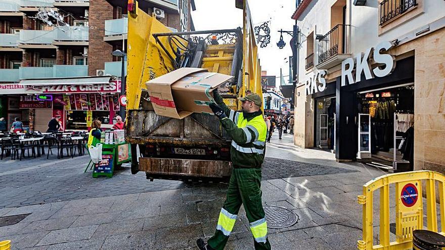Ayudas para pagar la tasa de basura a 1.700 empresas y vecinos de Benidorm