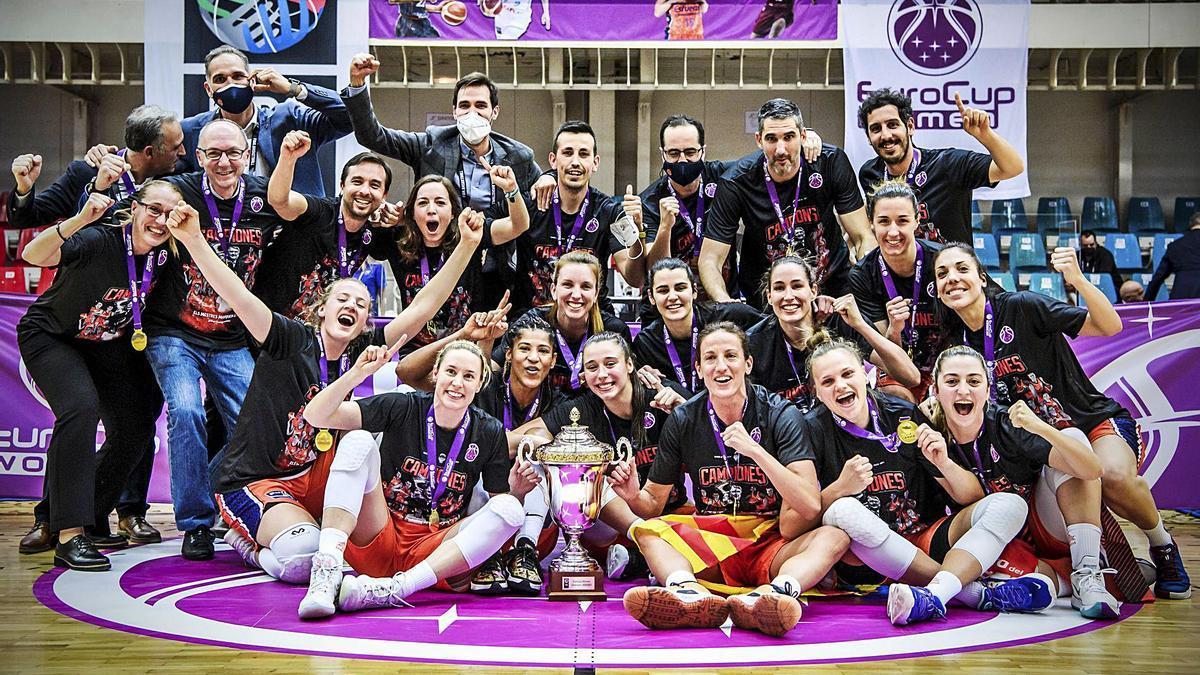 El título de la Eurocup Women el pasado mes de abril abrió definitivamente las vitrinas de la sección femenina del club. | FIBA