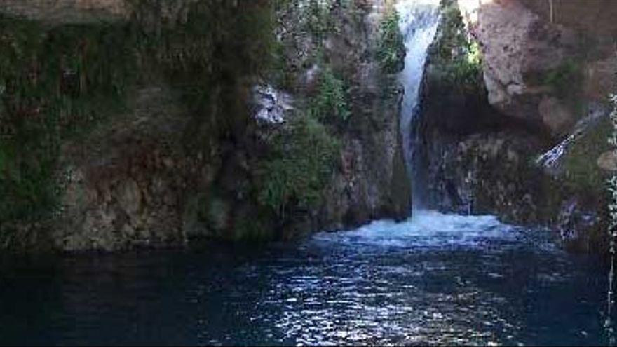 Bañarse en el Salto del Usero, en Bullas. Un tramo del nacimiento del río Mula donde se forma un pequeño cañón con numerosas pozas de agua y varias cascadas.