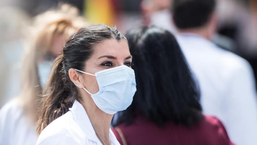 El PP denunciará al Gobierno por dar mascarillas defectuosas a sanitarios