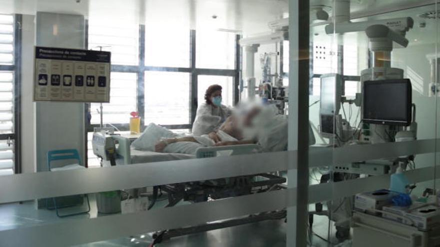 En la UCI del hospital mallorquín de Son Espases: así es la zona cero de la pandemia