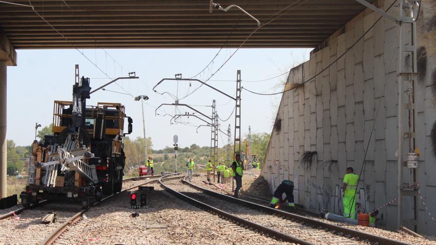 Adif reabre la circulación ferroviaria tras el accidente