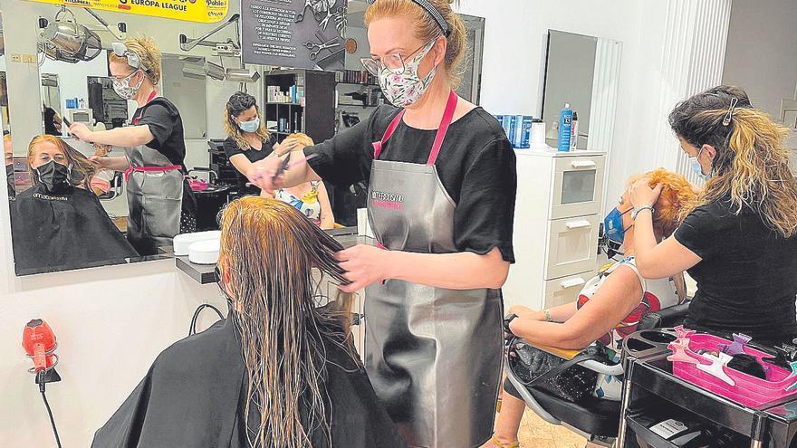 Vila-real inyecta 233.000 € para respaldar a peluquerías y librerías