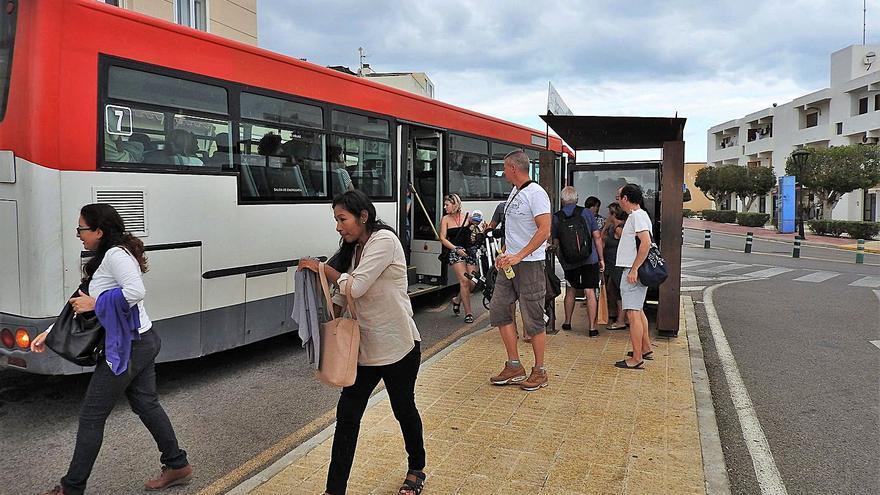 Casi 13.000 usuarios viajan gratis en bus en Formentera