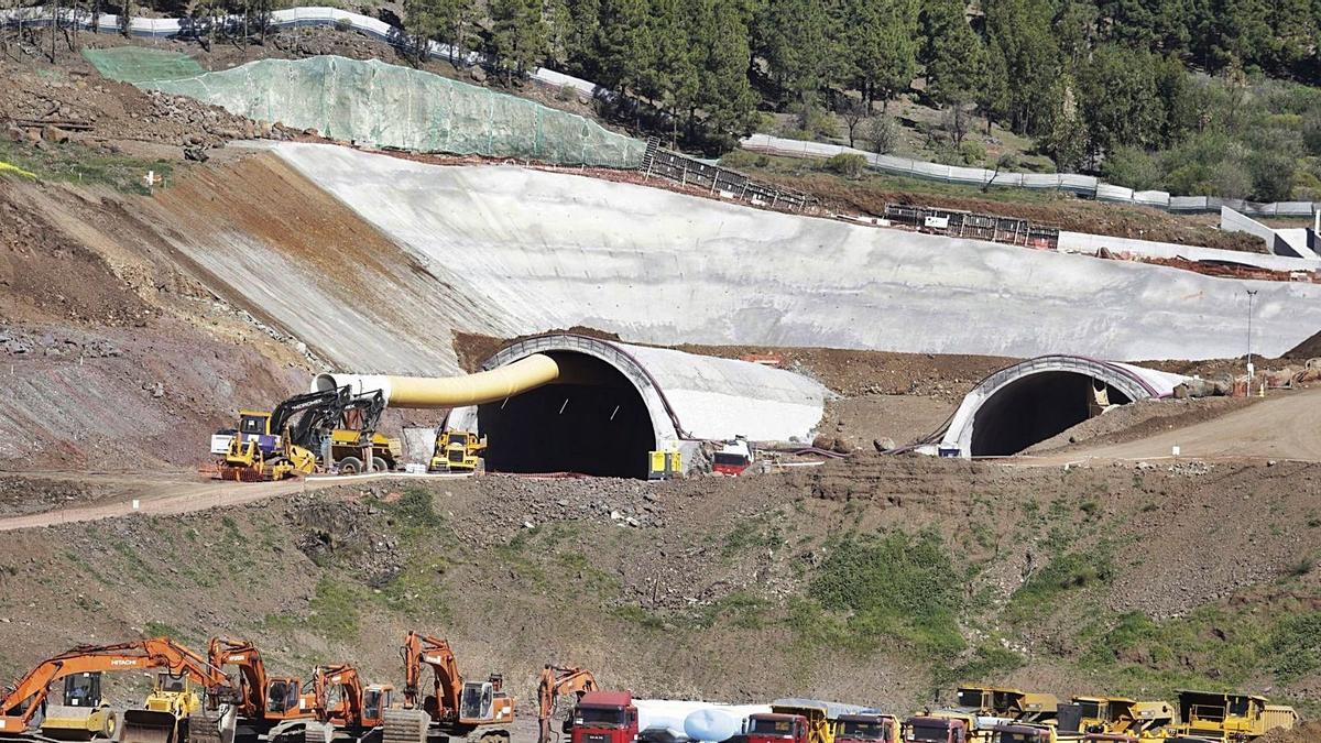Construcción del túnel de Erjos por Santiago del Teide.
