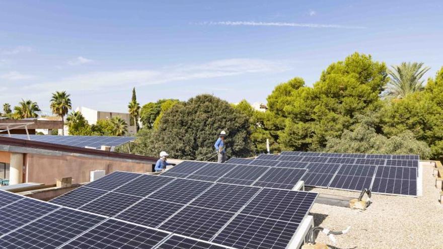 Picassent instala placas solares en el centro que acoge servicios sociales
