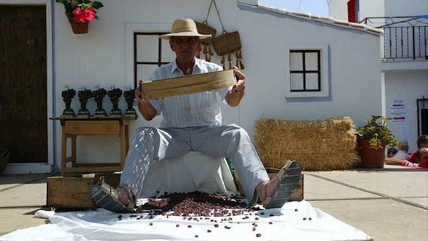 Almáchar celebra el V Mercado Moscatel para promocionar la uva pasa de la Axarquía