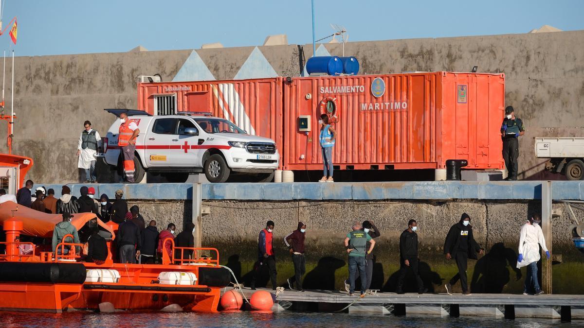 Salvamento Marítimo rescata a 58 migrantes a 20 km de Fuerteventura