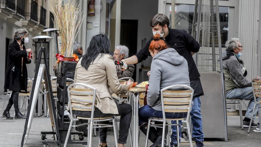 La contratación de mayores de 45 años en Canarias baja un 11,8% en el primer trimestre
