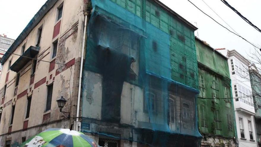Un juzgado subasta dos edificios en ruinas en el barrio del Orzán