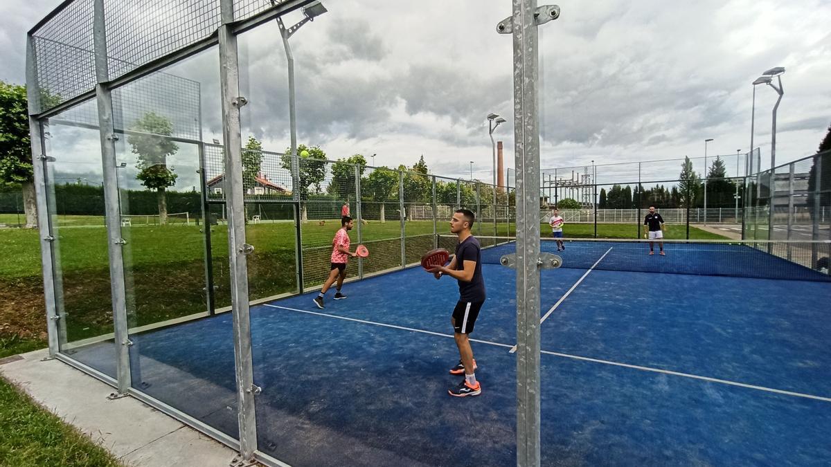 Instalaciones en Lugones para practicar el pádel y el tenis.