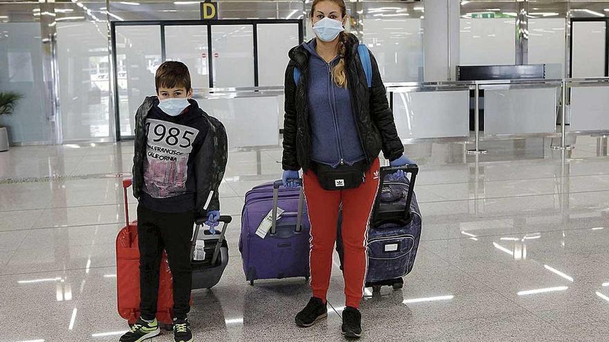 """Cuarentena de 14 días para los viajeros: """"Lo de España es de película"""""""