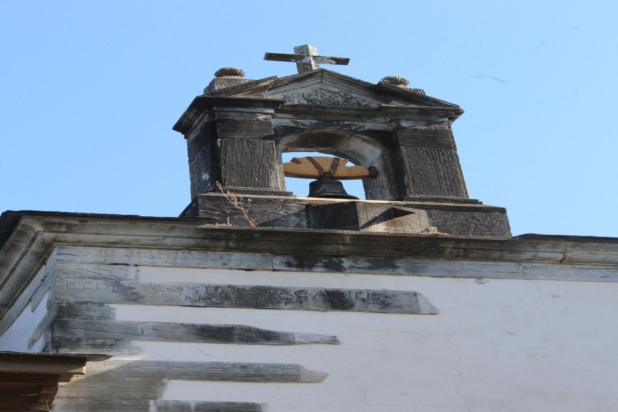 Detalle de la campana de la capilla