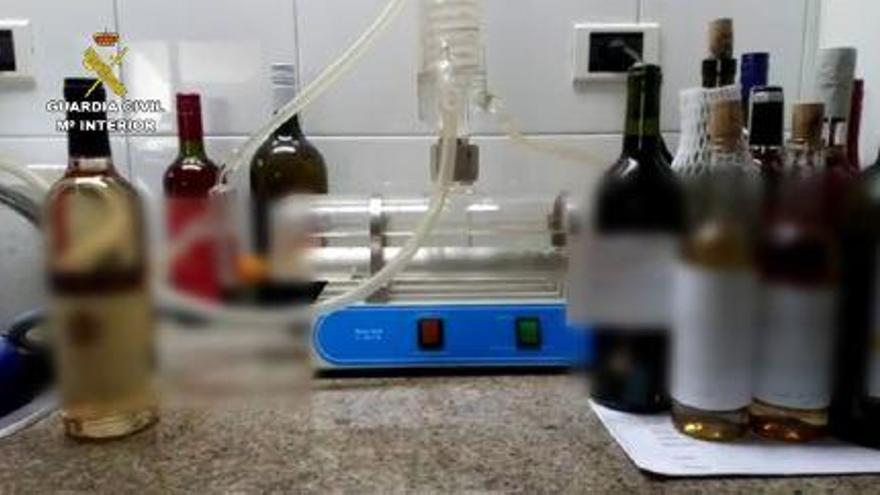 """Botellas decomisadas por la Guardia Civil durante la operación """"Baco2019"""""""