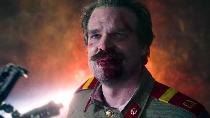 """'Stranger Things 4' hará una """"gran revelación"""" sobre el pasado de Hopper"""