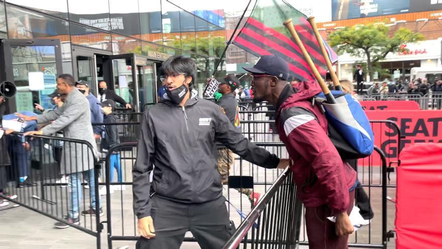 Tensión en Nueva York en las protestas de apoyo a Kyrie Irving