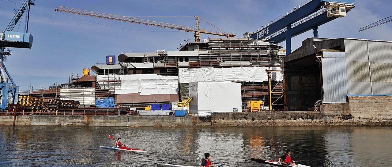 """El """"megayate"""" que construye Freire Shipyard, ayer.   PABLO HERNÁNDEZ"""