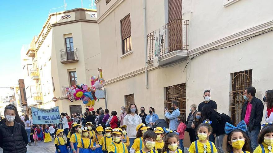 GALERÍA | Los niños de Onda protagonizan el lunes de Fira con el pasacalle infantil