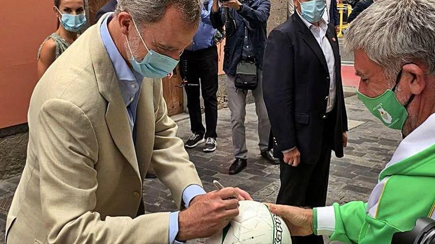 La curiosa firma de Felipe VI