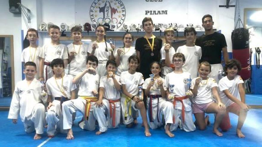 El taekwondo de Paiporta se cuelga 23 medallas en Xàtiva