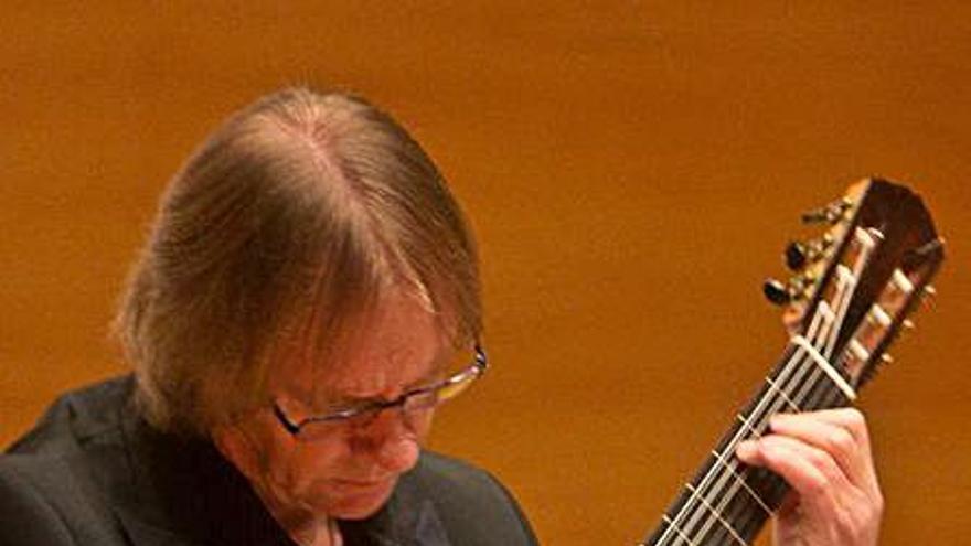 David Russell ofrece  el domingo en el ADDA su concierto aplazado