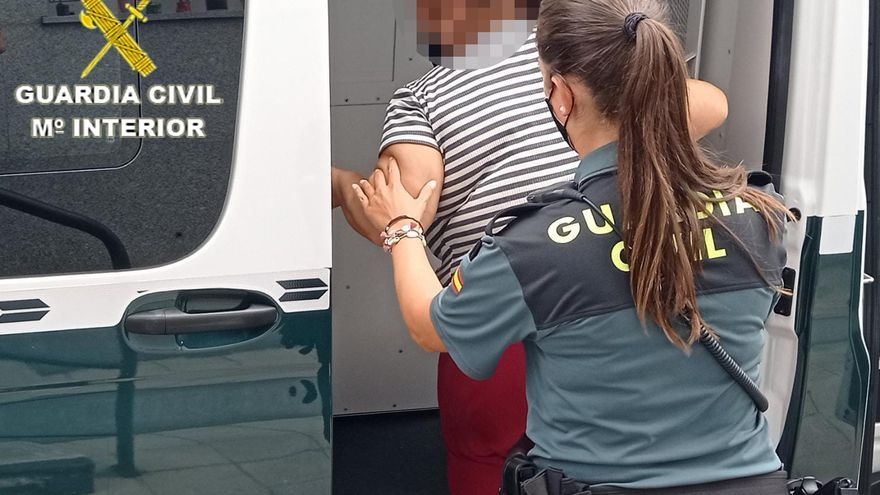 Una vecina de O Vao aporta un nombre falso para evitar ser detenida por la Guardia Civil