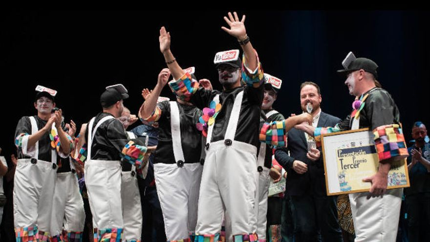 Donan más de 2.500 euros de la 'taquilla solidaria' del Carnaval de Santa Cruz