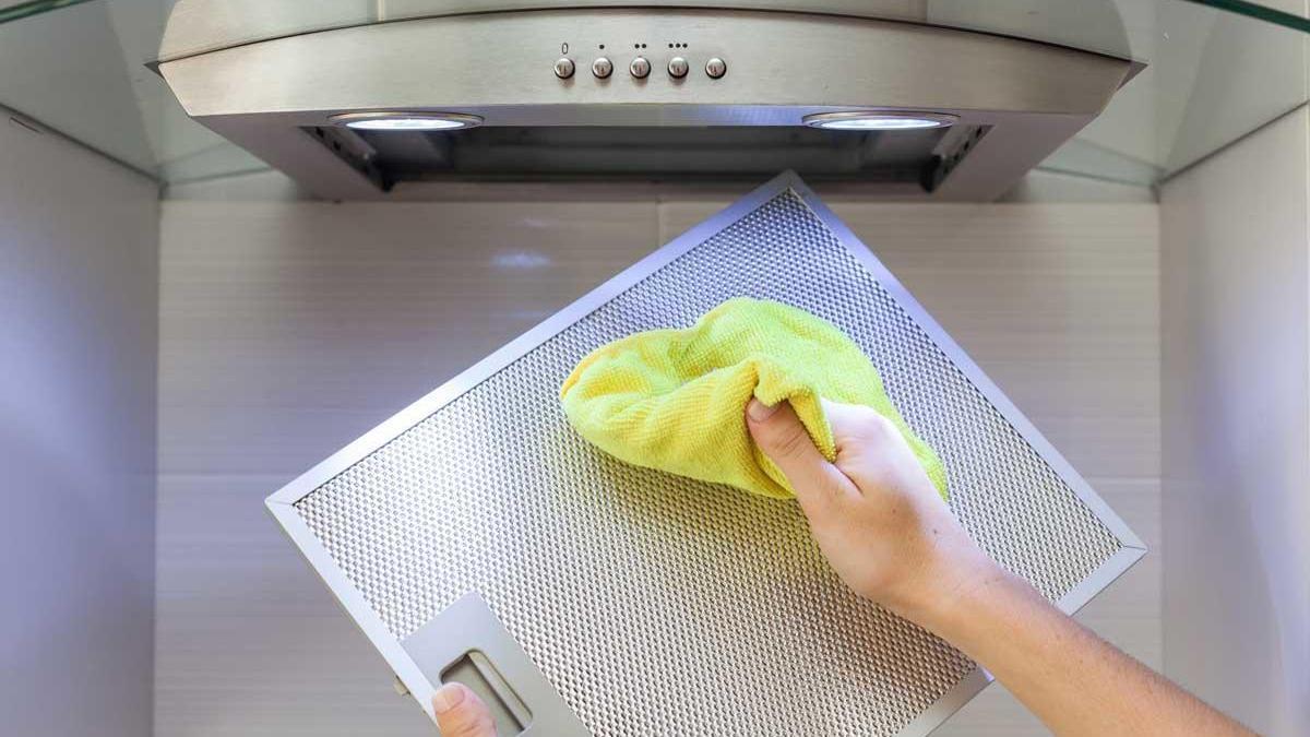Trucos caseros para limpiar la campana de la cocina.