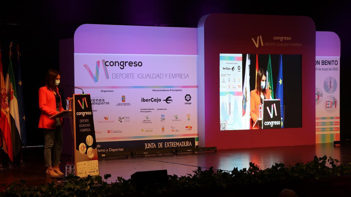 La consejera de Cultura, Turismo y Deportes, Nuria Flores,  en la inauguración del VI Congreso 'Deporte, Igualdad y Empresa'.