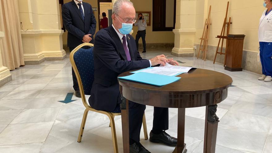 El alcalde de Málaga y Juan Cassá firman un acuerdo de estabilidad