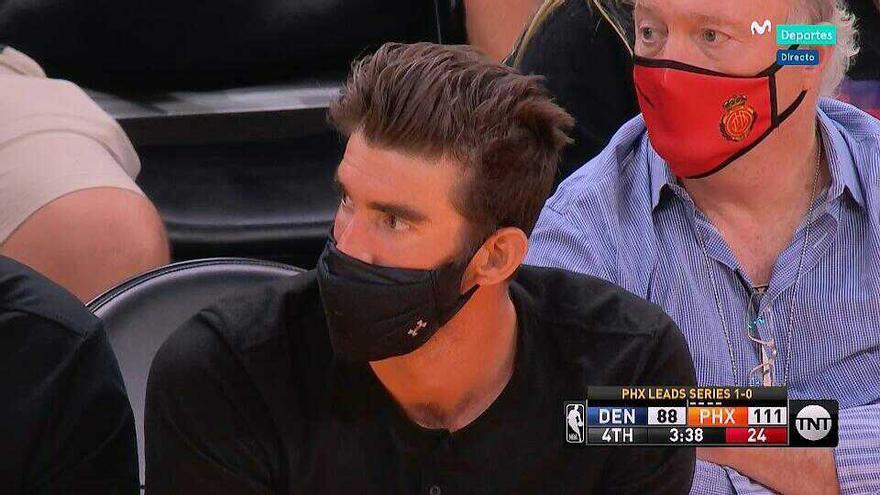 Andy Kohlberg luce la mascarilla del Real Mallorca en el Phoenix Suns - Denver Nuggets