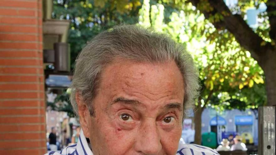 Arturo Fernández, a título postumo, y Campanal, cofrades de honor del oricio