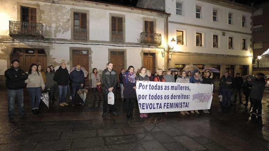 Indignación en Lalín contra los crímenes machistas