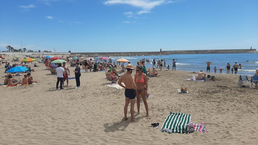 Un domingo 'playero' y con terrazas llenas en Castellón