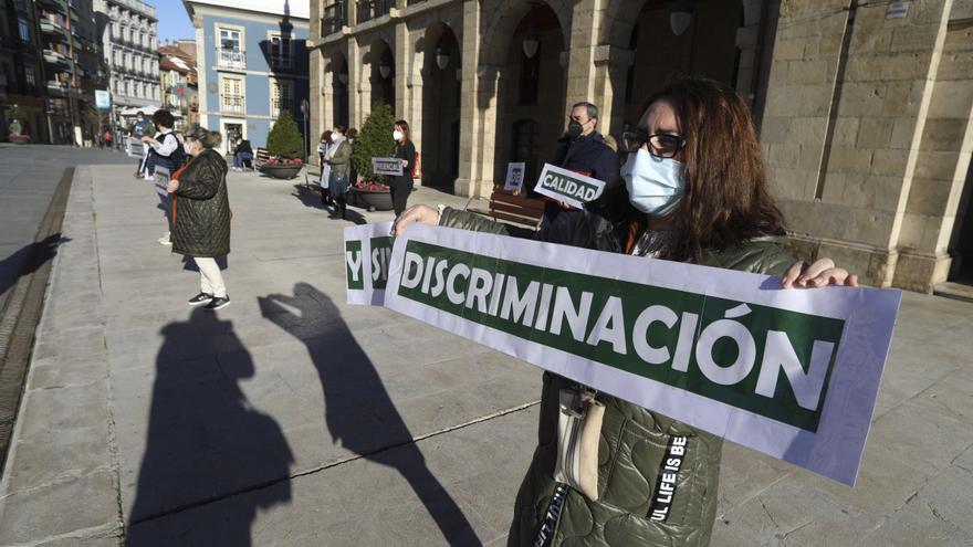 El no del PSOE y la ausencia de dos grupos impiden hablar en la Junta a las madres contra la semipresencialidad