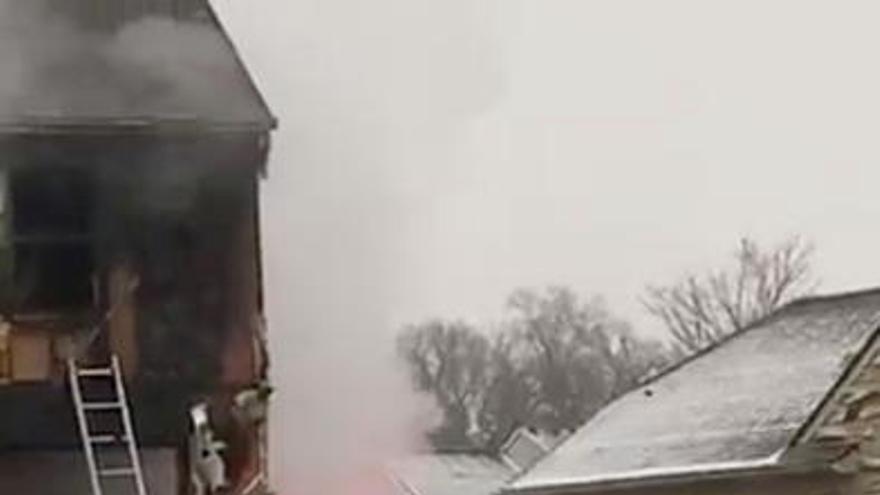 Tres muertos al estrellarse una avioneta contra una casa en Michigan