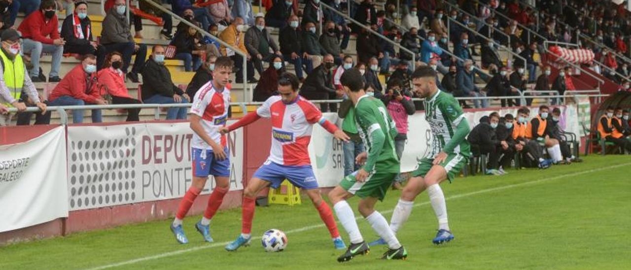 Julio Rey, junto a Javi Fontán, continuarán vistiendo los colores del equipo de su ciudad. |