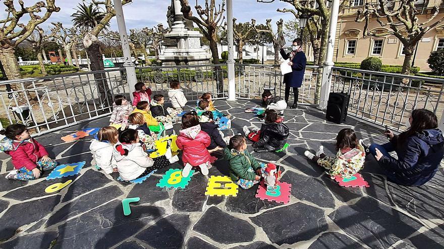 """""""Cantacuentos"""" en Castropol para acercar a los niños a la biblioteca"""