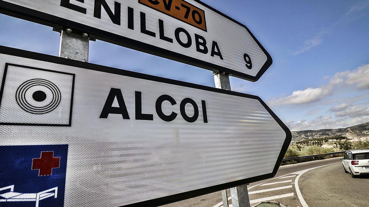 Acceso a Alcoy por la CV-70 desde Benilloba, conocida como la carretera de El Rebolcat, que registra el mayor incremento de tráfico en Fiestas de Alcoy. | JUANI RUZ