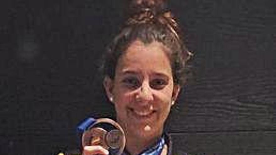 María de Valdés, del Liceo, bronce nacional en 800 libres